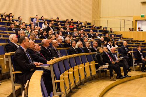 Obrady podczas sesji plenarnej